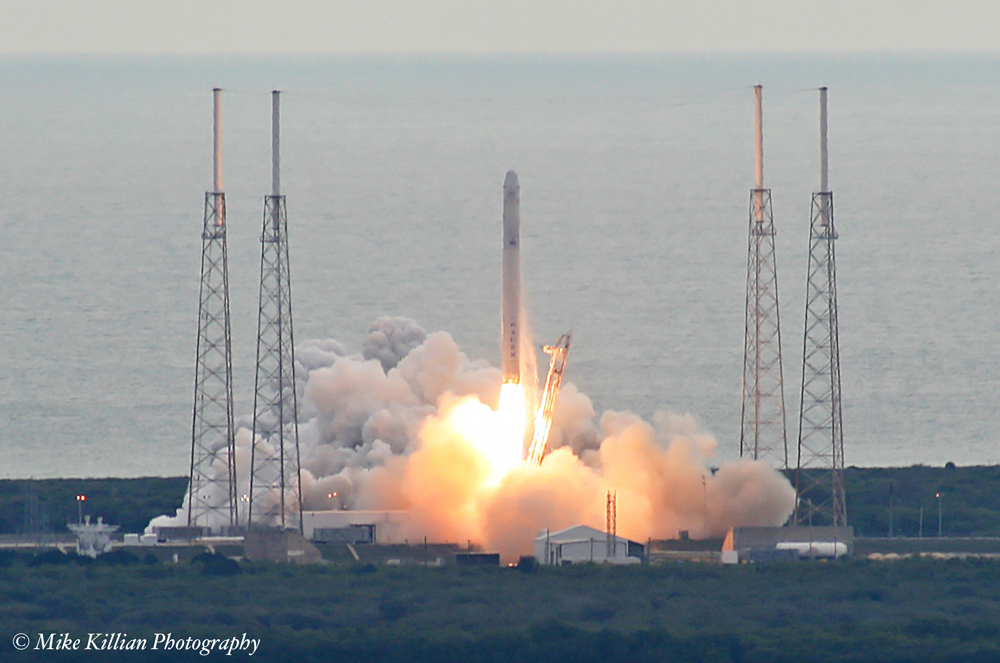 SpaceX Falcon 9 launches the Dragon CRS-2 mission. Credit: Mike Killian / Zero-G News
