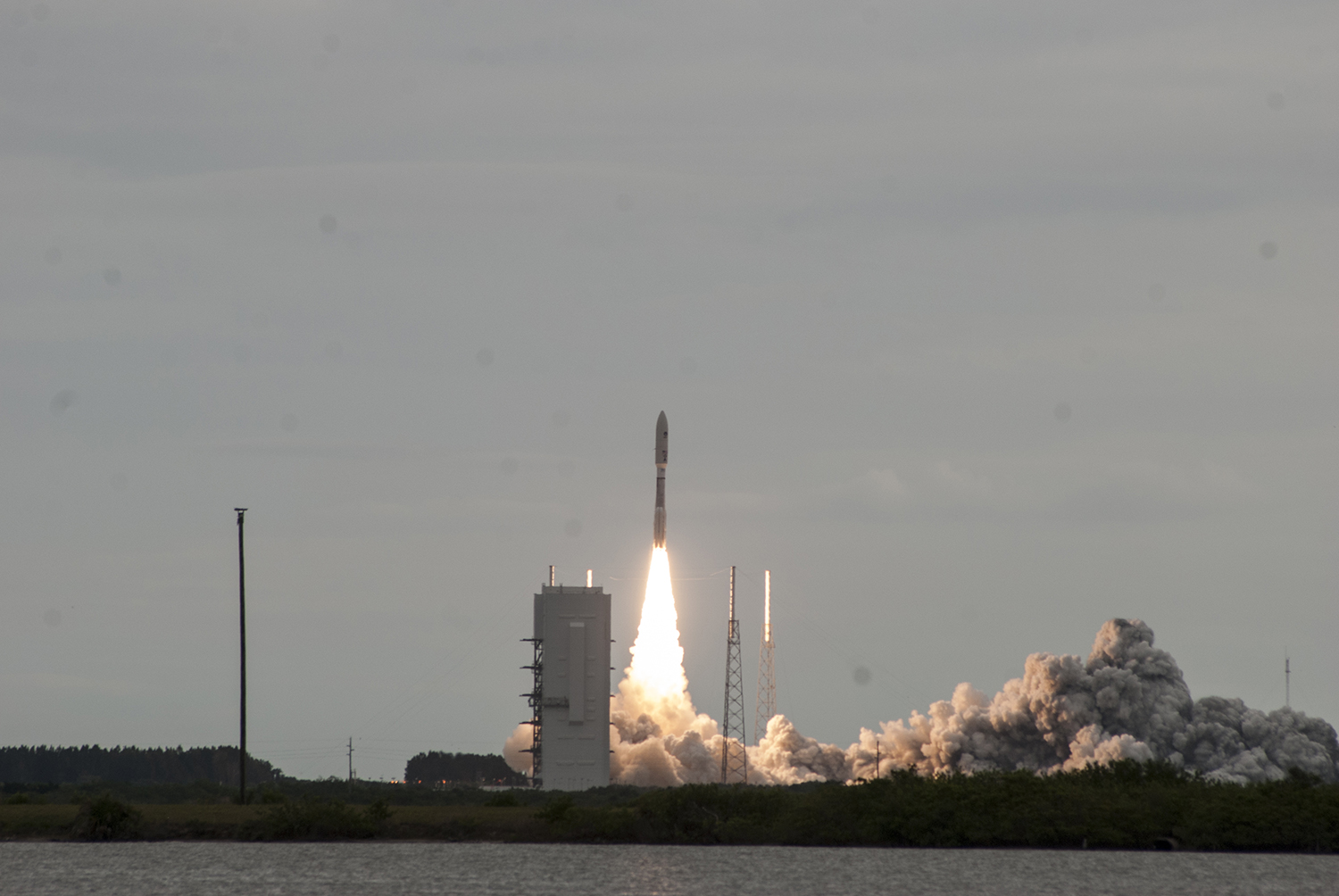 Atlas V roars off the launch pad carrying the MUOS-2 spacecraft for the U.S. Navy. Credit: Val Phillips / Zero-G News