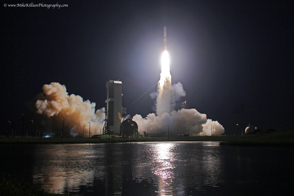 Delta IV blasts off with WGS-6. Photo Credit: Mike Killian / Zero-G News