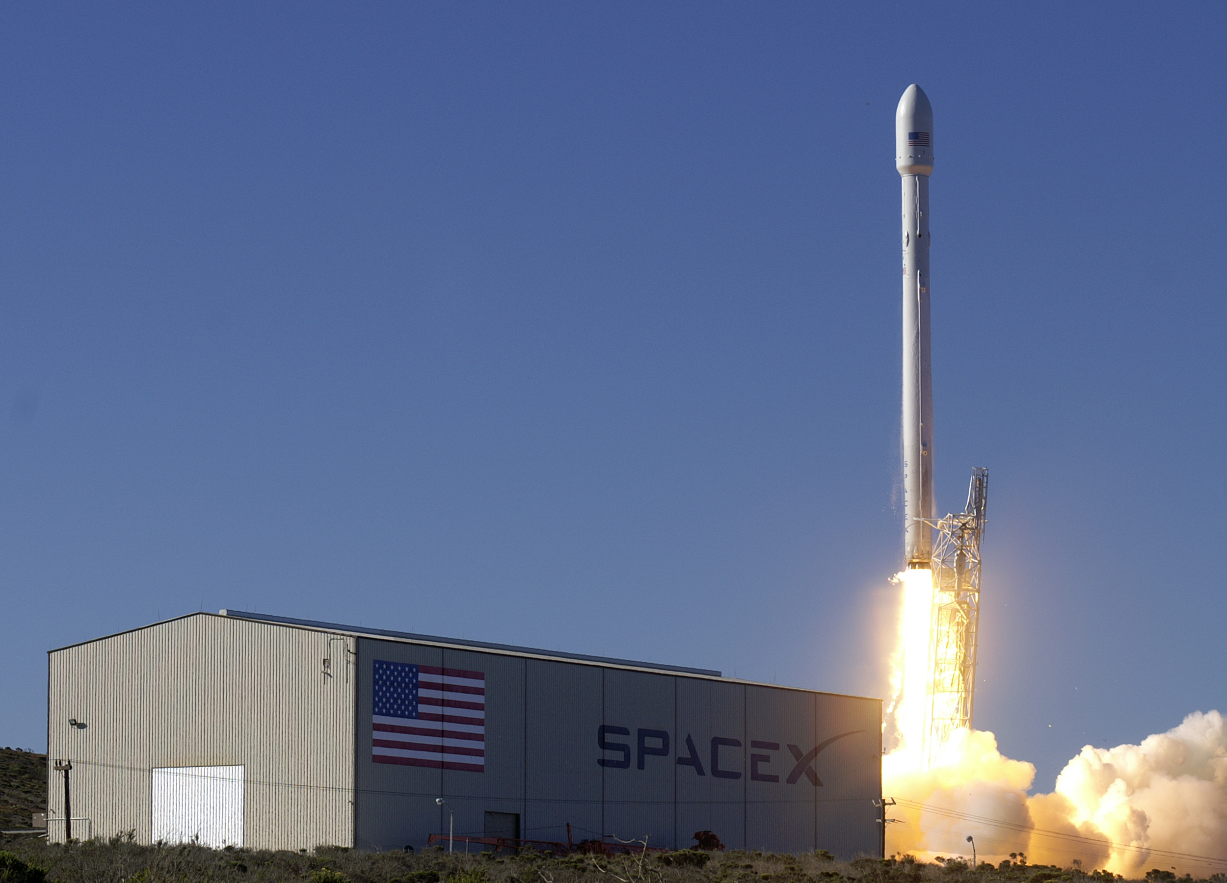Falcon 9 v1.1 blasts off. Credit: SpaceX