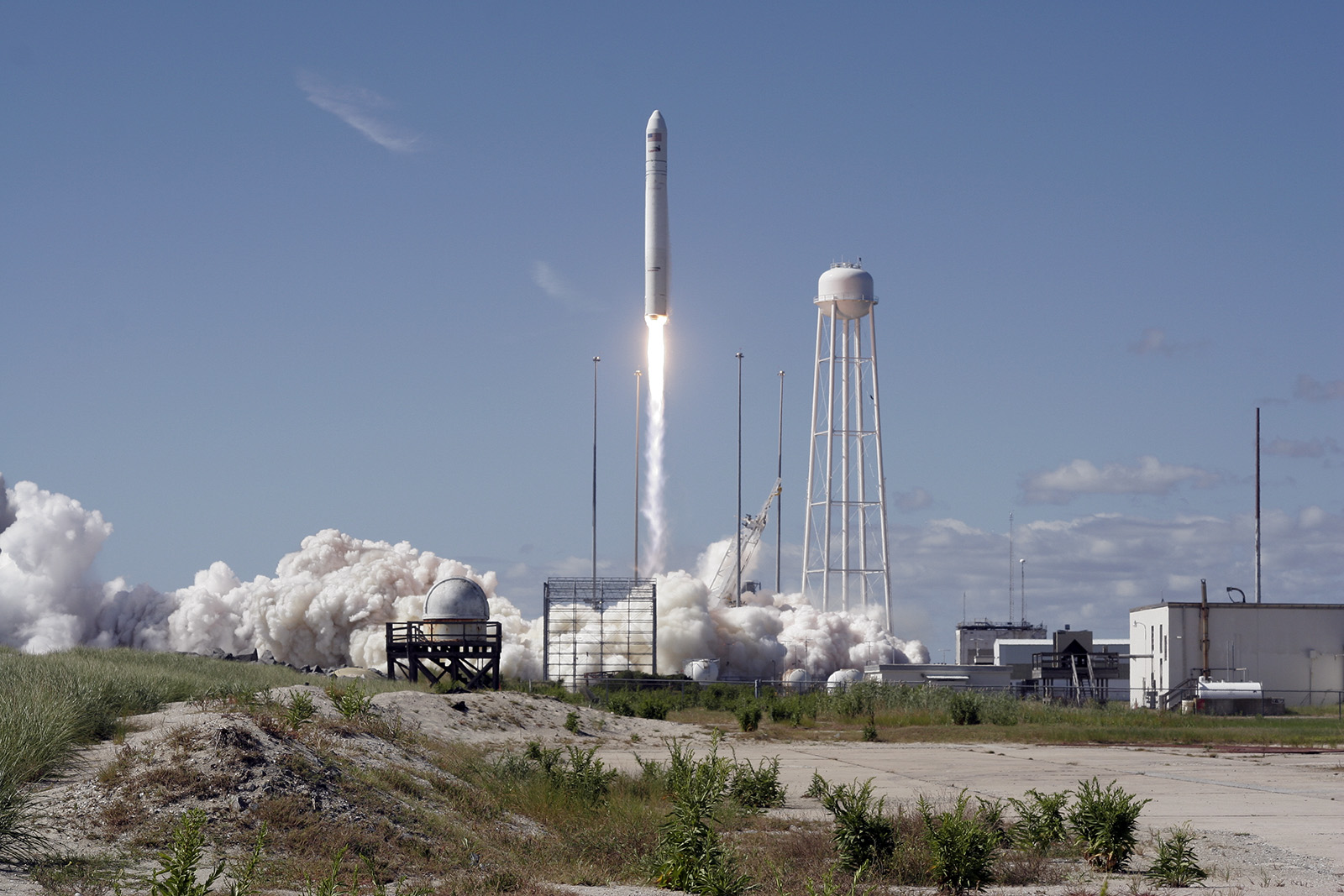 Antares blasts off on its inaugural mission from Wallops Island earlier this year. Credit: Orbital Sciences