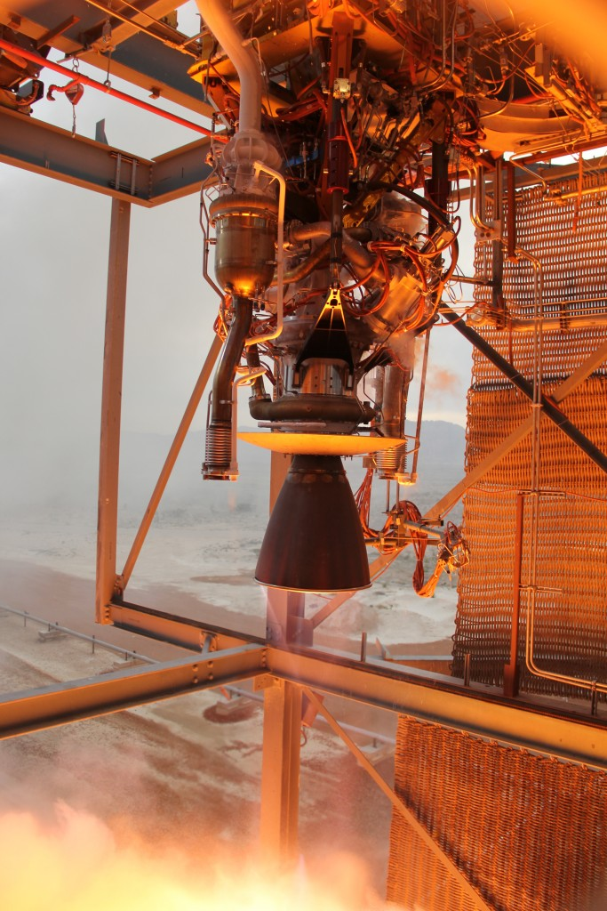April 7, 2015 – Blue Origin's BE-3 engine throttles to its maximum 110,000-lbf thrust during acceptance testing at the company's dedicated facility in West Texas.