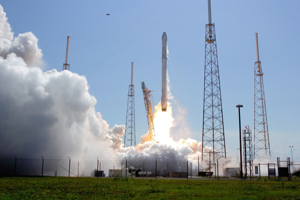 A SpaceX Falcon 9 v1.1 rocket blasts off with Dragon on t he CRS-6 mission for NASA. Photo Credit: Zero-G News / matthwe Travis